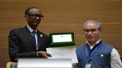 Photo of جزائري يفوز بجائزة الاتحاد الافريقي للامتياز العلمي