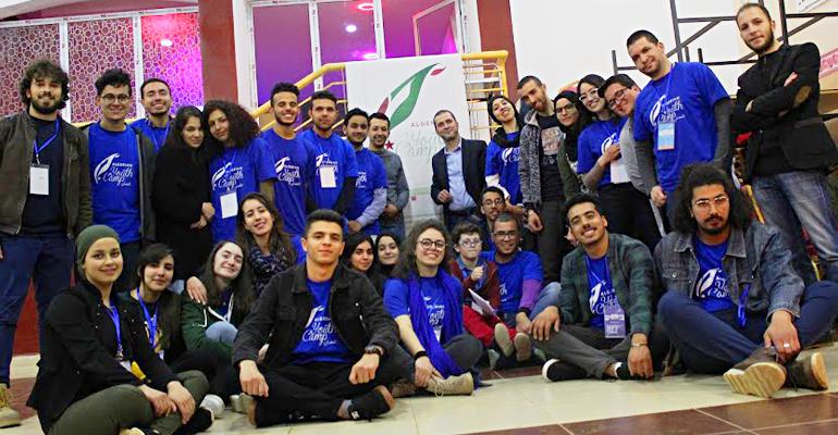 صورة اكتشف المخيم الذي يجتمع فيه الشباب الجزائري
