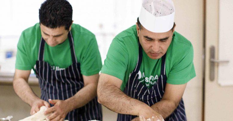 Photo of رجلان يستثمران في وصفات الطبخ السريعة عبر الفيسبوك