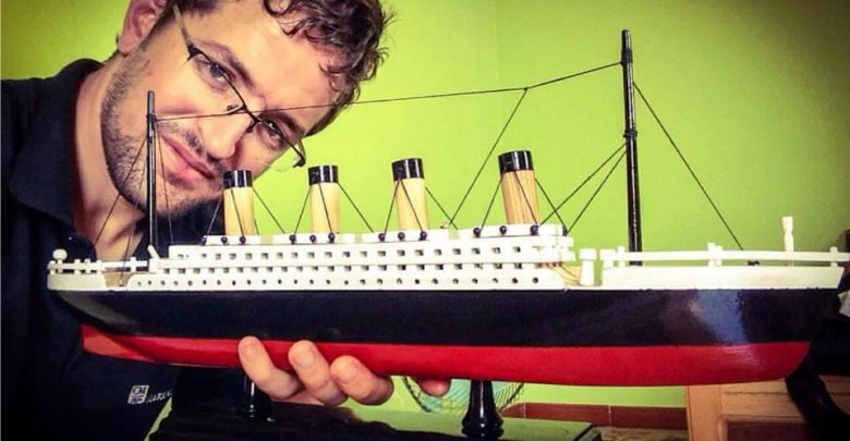Photo of شاب جزائري يصنع سلسلة سفن عالمية