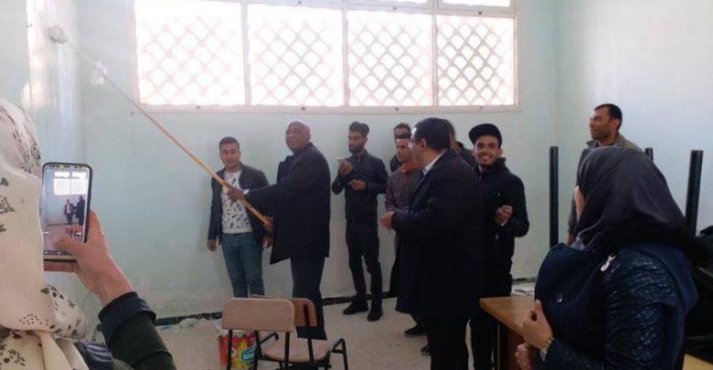 Photo of طلاب جامعة غرداية يطلقون مبادرة لإعادة تهيئة أقسامهم بأنفسهم