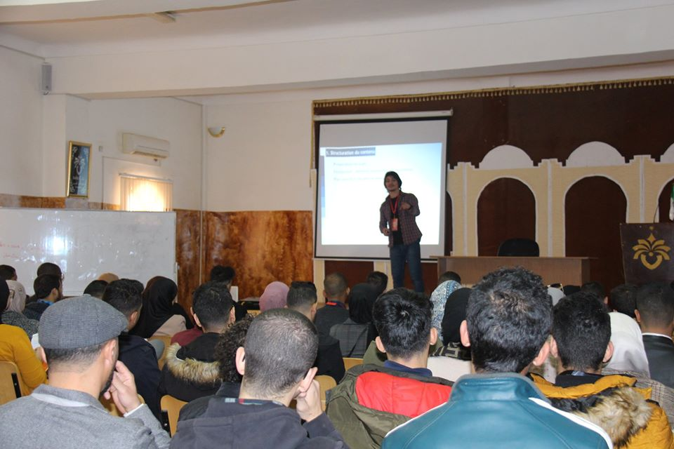 جانب من ورشة التواصل الشفهي الأكاديمي والعام من تقديم د. محمد أمين بن عريبي
