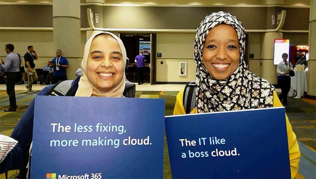 سلمى بكوش (يسار) وفاطمة الزهراء بن حميدة أثناء مشاركتهما في فعالية مايكروسوفت عام 2019