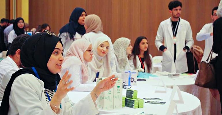 طلاب جزائريون يعملون على تعزيز القيم الانسانية لدى أطباء المستقبل - ﻧﺎﺩﻱ ﺇﻧﺴﺎﻥ - جامعة وهران