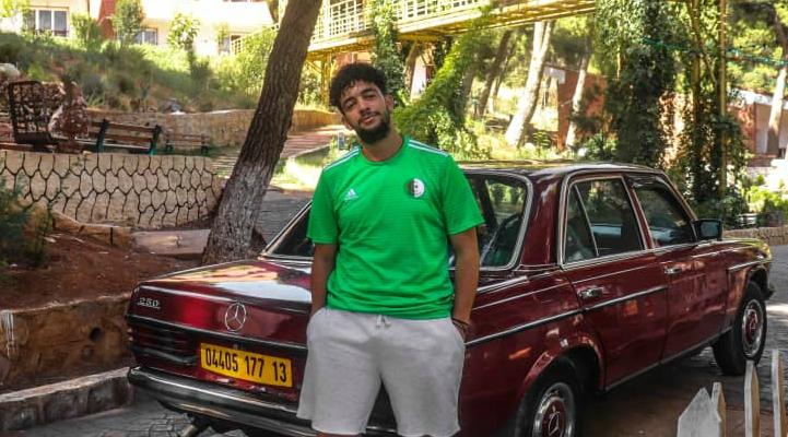 صورة شاب جزائري يعمل على دعم السياحة في الجزائر من اليوتوب