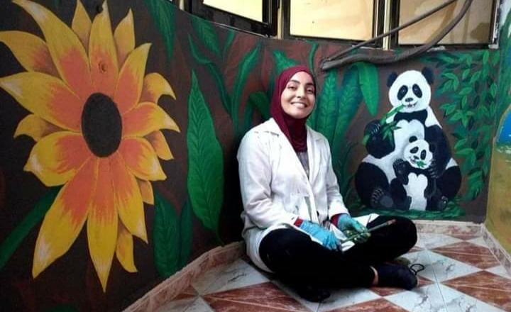 صورة شابة جزائرية تستغل موهبتها الفنية في إطلاق مشروع اقتصادي