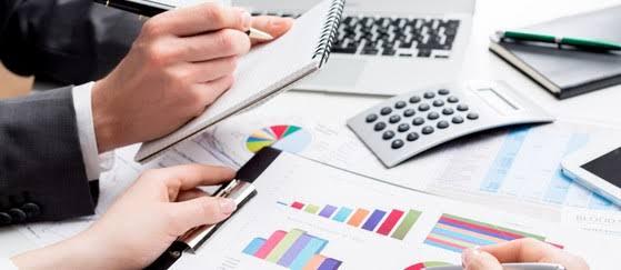 صورة دراسة تخصص الاقتصاد والتسيير : دليل شامل للطلاب